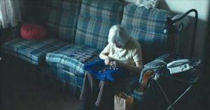 oude-vrouw-bejaardenhuis